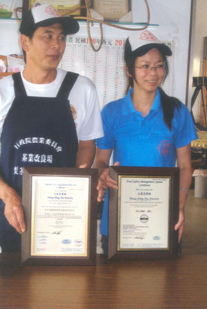 Mr. and Mrs. Hung-Chen Wang with their certificates for Taiwan Good Agricultural Practices.